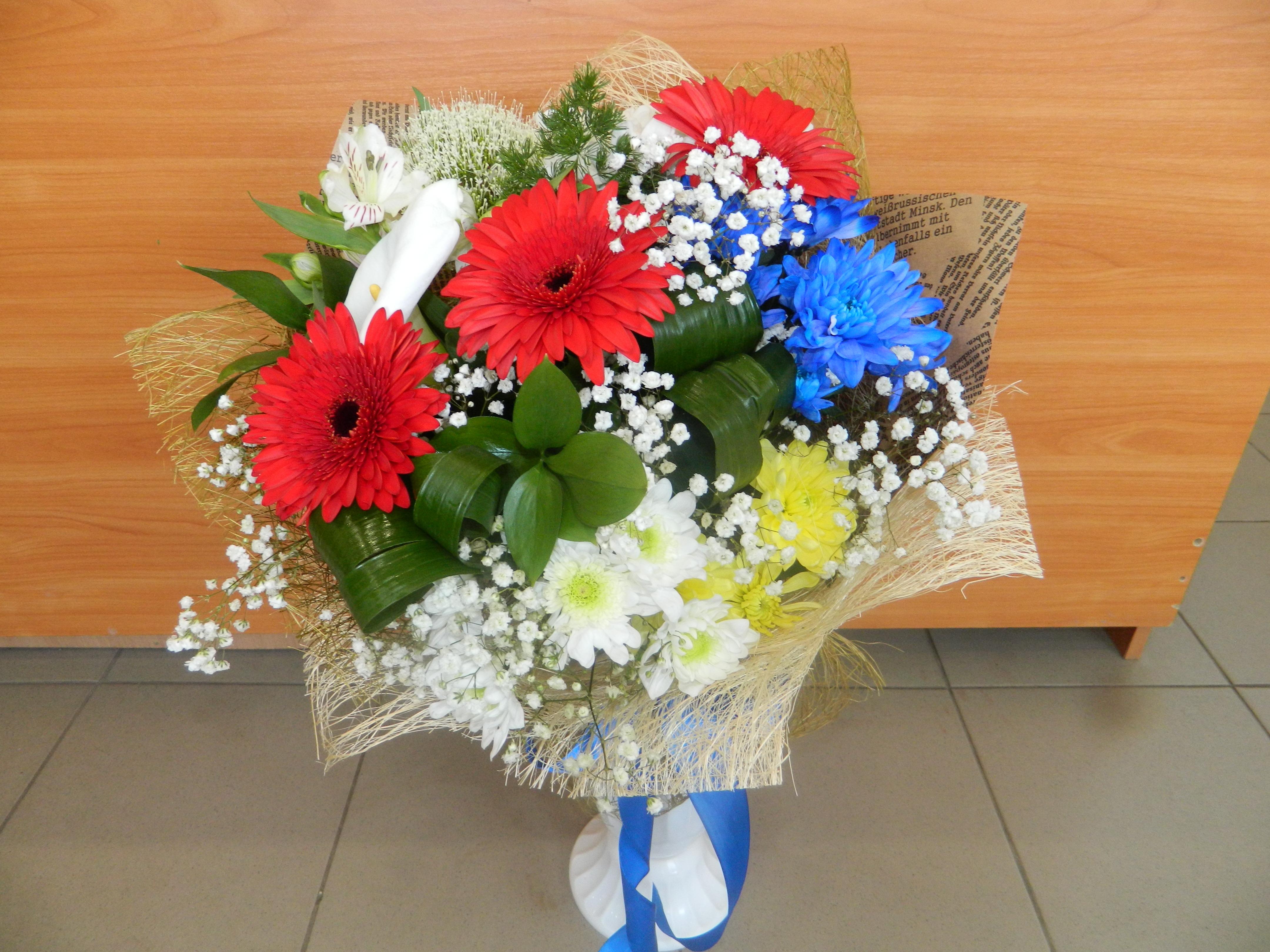 Подарочный букет из гербер и хризантем фото, омск купить цветы